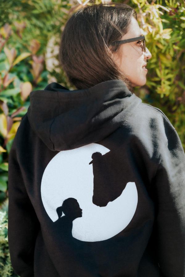 Trasera chaqueta cremallera logo